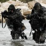 Esercitazione militare dei paracadutisti delle forze speciali a Bonifacio dal 15 al 26 febbraio