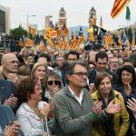 Ieri a Barcellona grande manifestazione degli indipendentisti catalani in difesa dei loro eletti