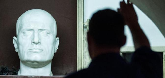 Il parlamento italiano d primo ok al reato di propaganda for Lavorare al parlamento italiano