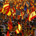A Barcellona una grande manifestazione di catalani (e non solo) che vogliono restare uniti alla Spagna
