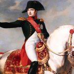 Un copricapo di Napoleone ritrovato a Waterloo è stata venduto all'asta per 350.000 euro