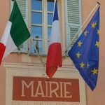 A Briga e altri comuni tricolore italiano accanto al francese, segno d'amicizia tra i due Paesi