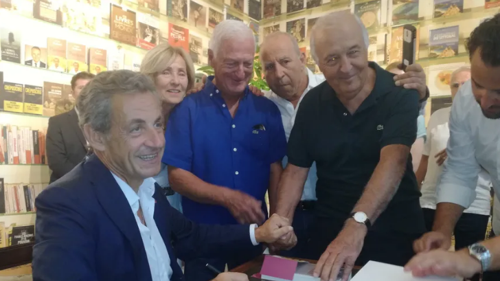 L'ex Presidente Nicolas Sarkozy accolto ad Ajaccio da quasi un migliaio di sostenitori